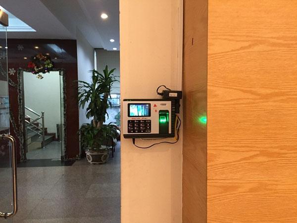 Máy chấm công vân tay & thẻ cảm ứng Ronald Jack X938C